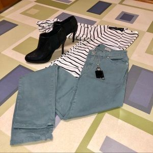 Level 99 Mid Rise Lily Skinny Straight Jeans